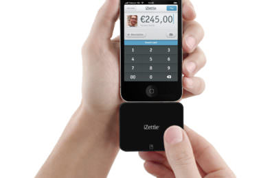 Der iZettle-Card-Reader am iPhone