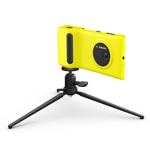 Camera-Grip-for-Nokia-Lumia-1020-with-tripod-jpg