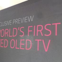 LG CURVED OLED TV als Europapremiere - Luxus-Fernseher aus nächster Nähe betrachtet