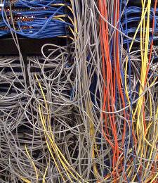 Gemeine Bugs oder fiese Hacker: Wer ist schuld am Netzausfall?