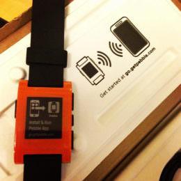 Clevere Marketing-Kampagne mit Weihnachtsgeschenk der Extraklasse: Pebble stiftet 4.000 Smartwatches für Tech-Studenten