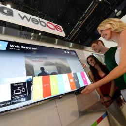 LG-Neuigkeiten von der CES: LG G Flex, WebOS-TVs, ein Fitnessband & Chat mit der Waschmaschine