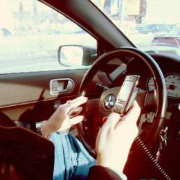 Neue Auto-Kamera überwacht das Telefonieren am Steuer