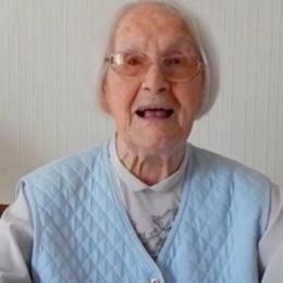 Crowdfunding ist nur etwas für junge Hipster? Quatsch! Eine 102-Jährige mischt die Szene auf