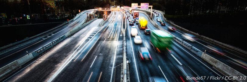 Autobahn bei Nacht
