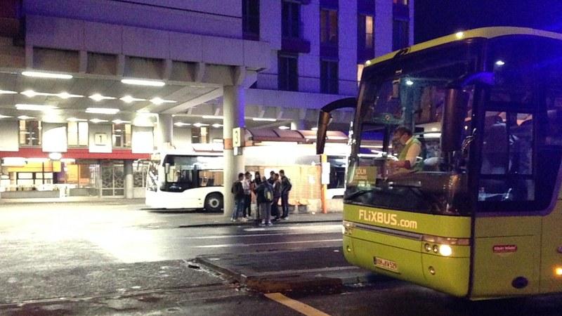 Fernbusse am Busbahnhof Köln
