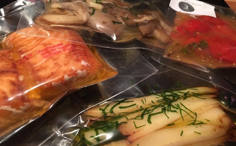 Das Lachs-Gericht in der Verpackung