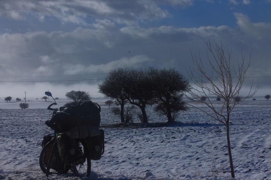 Selbst das Winterwetter kann Peter Richter nicht vom Radfahren abhalten