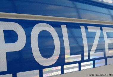 Schriftzug Polizeiauto