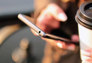 Abwesenheitsnotiz E-Mail Abwesenheit Handy Kontakt Kommunikation