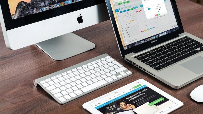 Arbeiten Büro Arbeitsplatz Laptop Computer iPad Tastatur
