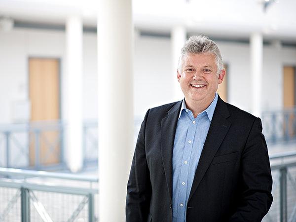 """NDR-Reporter Christoph Heinzle berichtet von seinen Recherchen im Podcast """"Der talentierte Mr Vossen"""""""