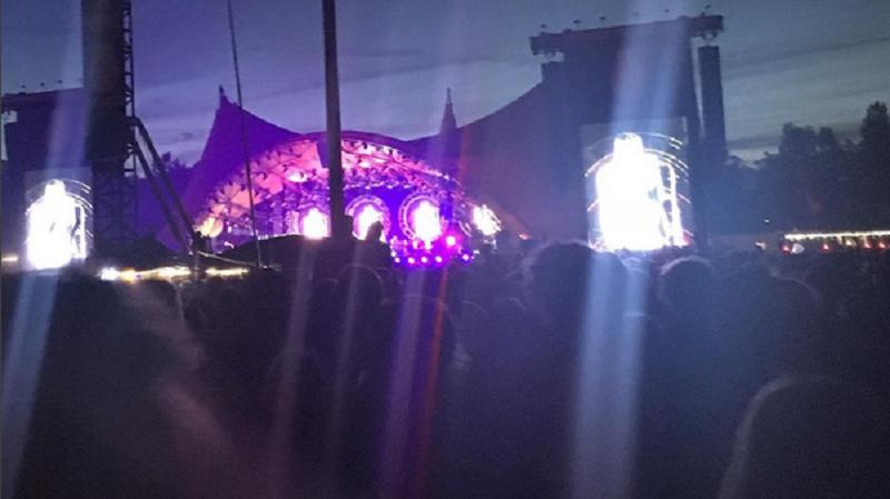 Roskilde Festival. Schmidt trifft sein multilokales Team oft erst auf den Festivals, die er organisiert. Bild: Instagram / Schmidthochzwei