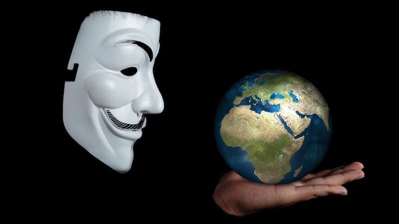 Social Bots Donald Trump USA Anonymität Welt Weltkugel Globus Erde Maske