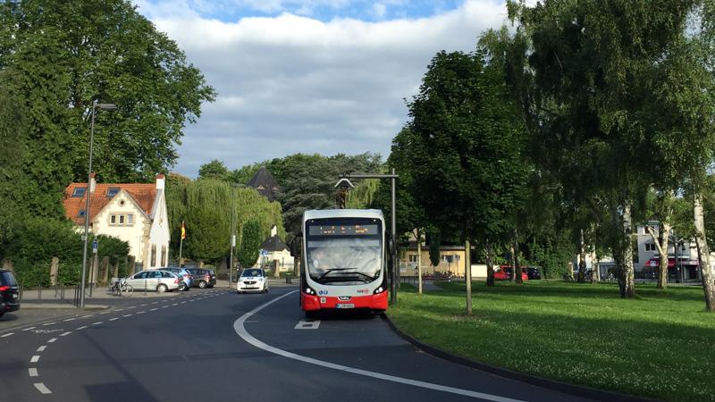 Der E-Bus an seiner Endhaltestelle in Köln-Zollstock. Bild: Stephan Anemüller/KVB