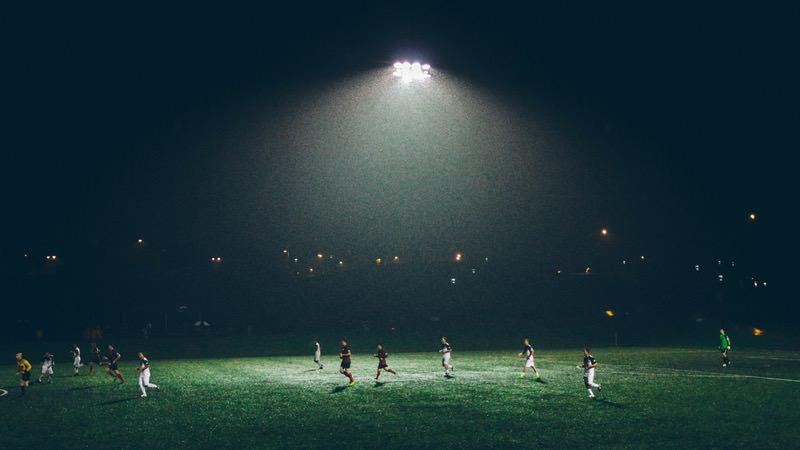 Weltweit erste Profiffußball-Liga setzt den Video-Schiedsrichter ein
