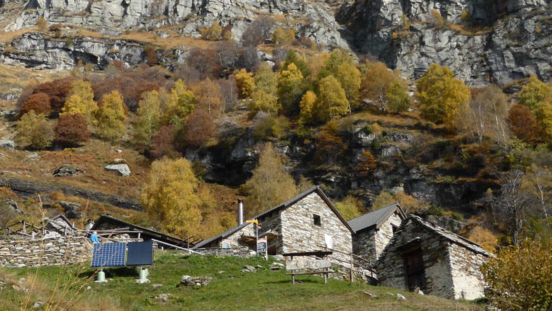 Zu den letzten Bergbauernhöfen im Tessin wandern - Odro im Valle Verzasca