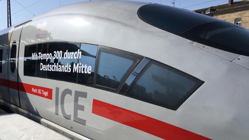 Mit Vollgas durch den Osten: der Premierenzug im Bahnhof von Bamberg