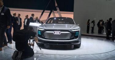"""""""Bitte recht grimmig!"""": Der Audi Aicon ist auf der IAA ein beliebtes Fotomotiv. (Bild: Ekkehard Kern)"""