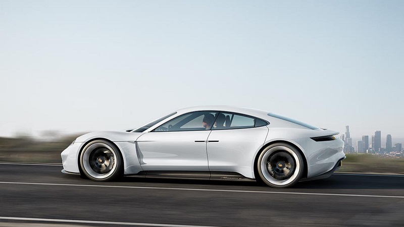 Porsche Mission E Viersitzer