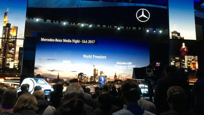 Kathedralen-ähnlich, aber nur Show: Daimler-Chef Zetsche bei der Präsentation seiner Innovationen auf der IAA. (Foto: Ekkehard Kern)