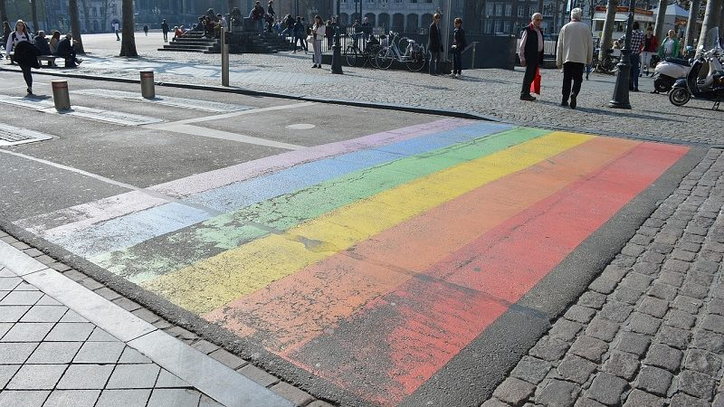 Zebrastreifen Regenbogen