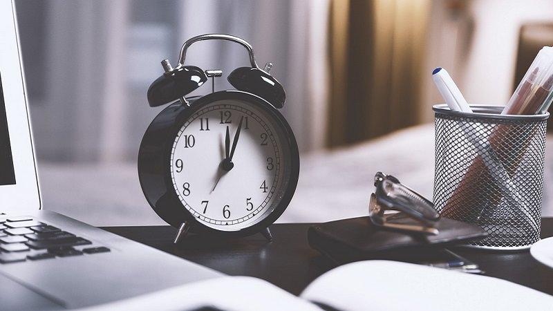 Wecker, Alarm, Snooze, Schreibtisch, Facebook-Freunde