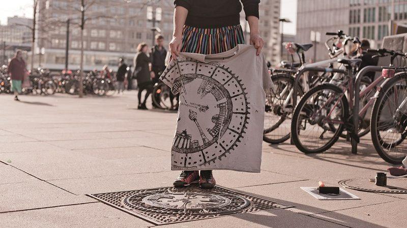 Raubdruckerin Streetart Berlin