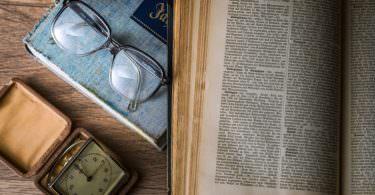 Buch, Brille, Uhr, Wissen, Konzentration, Murakami