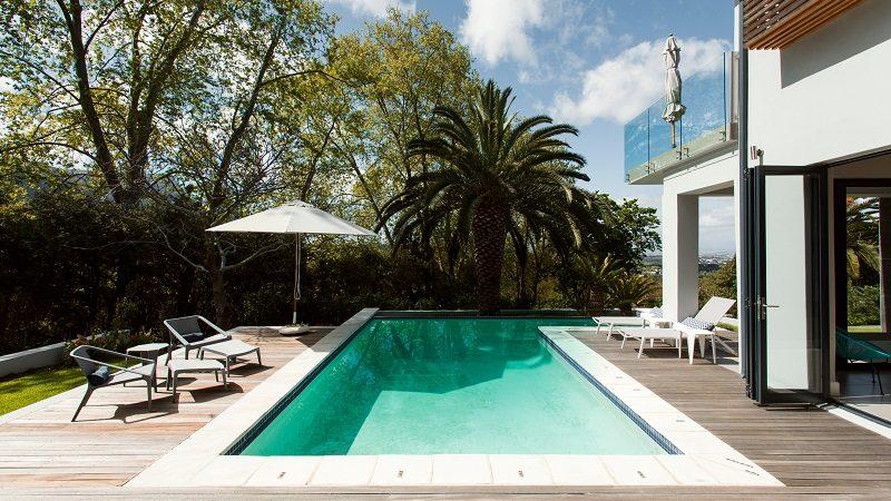 Airbnb Plus Pool