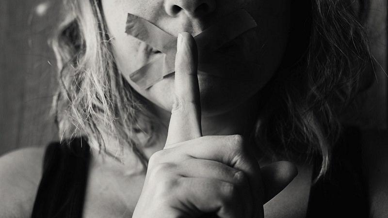 Schweigen, Ruhe, Stille, geschlossener Mund, Nicht stören, Do not disturb