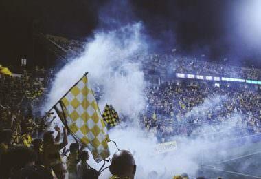 Stadion, Fans, Fußball, Block, Fahne, digitales Stadionerlebnis