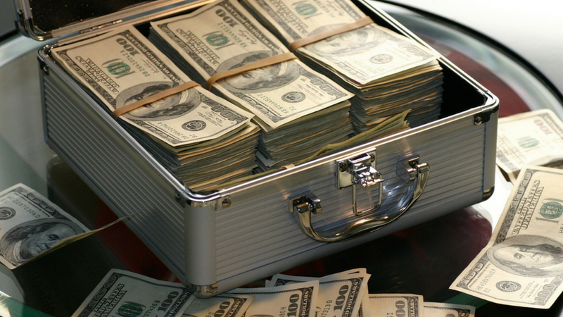 Koffer, Geld, Geldscheine, Investment, Branchen, Jeff Bezos