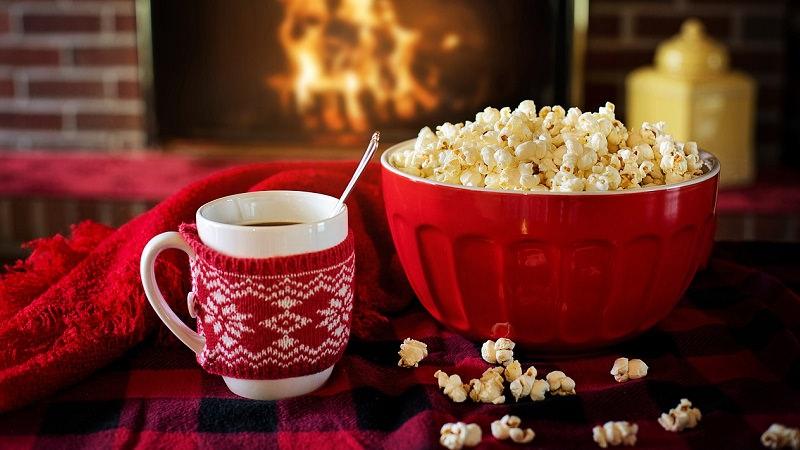 Popcorn, Popkorn, Tee, Kamin, Winter, Weihnachten, Netflix-Neuerscheinungen