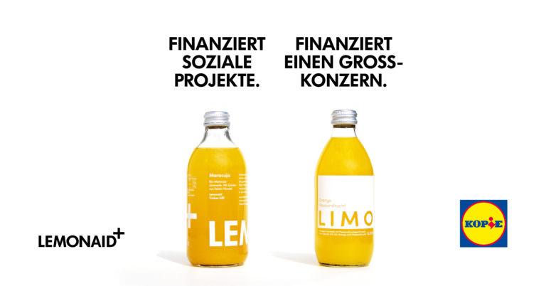 Eine Flasche von Lidl und eine Flasche von Lemonaid.