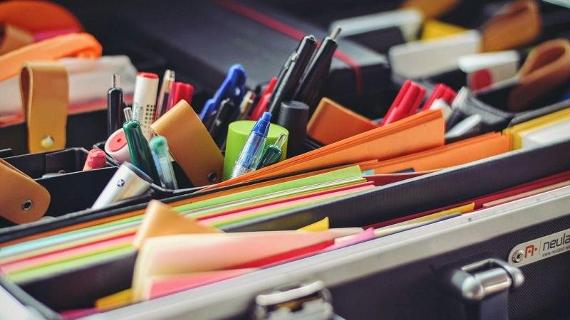 Stifte, Schreibtisch, Notiz-Zettel, Marker, Twitter-AGB