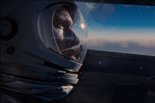 Aufbruch zum Mond Film Ryan Gosling als Neil Armstrong im Raumschiff