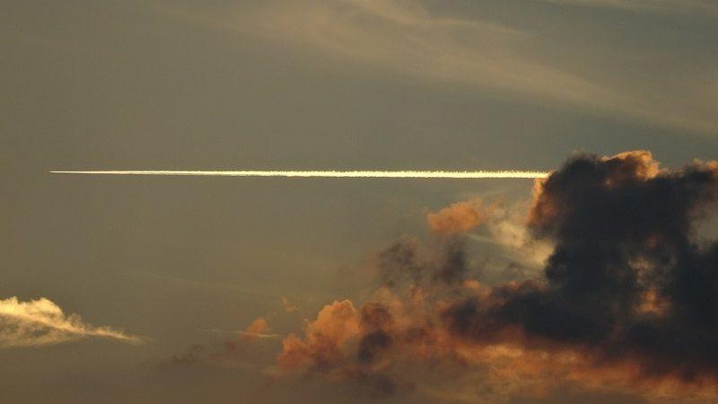 Flugzeug Wolken Sonnenuntergang