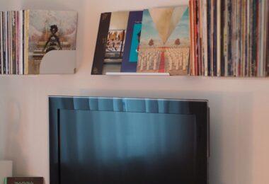 Fernseher, TV, Smart TV, Wohnzimmer, Regal, Amazon Prime im Januar
