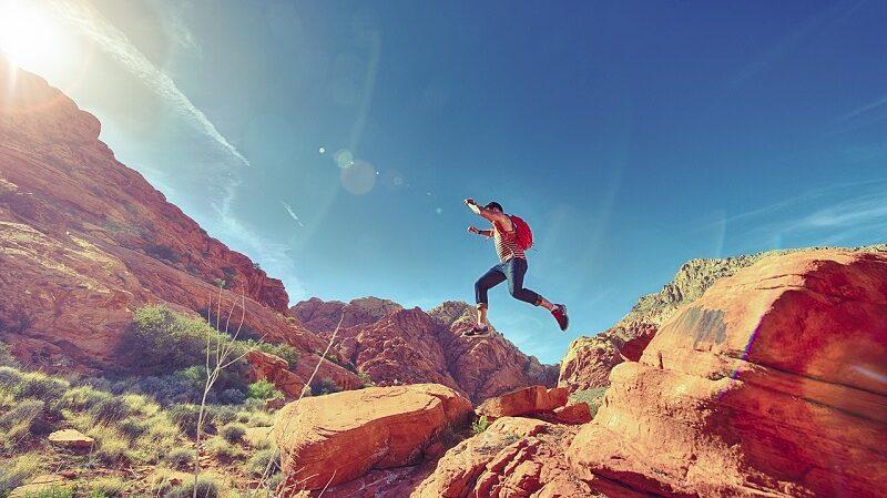 Mann Felsen Wandern