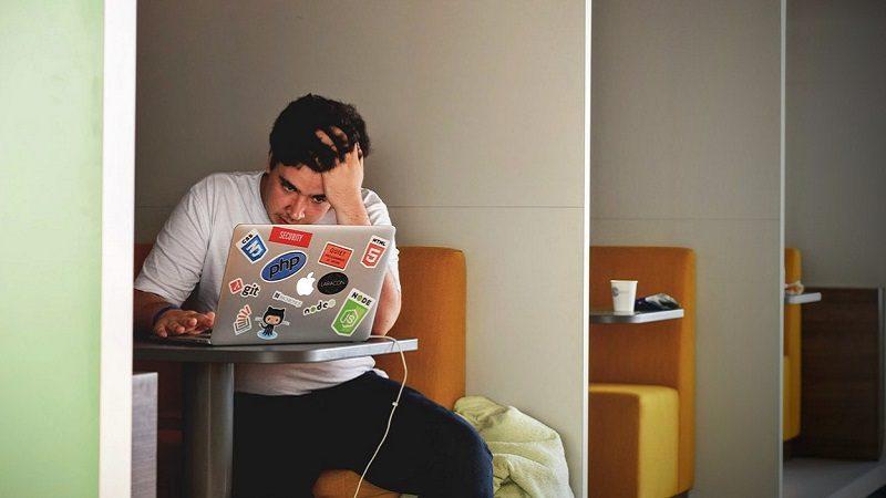 digitale Erschöpfung, Frustration, Social Media Burnout, Social Media macht krank, Jobs, die depressiv machen