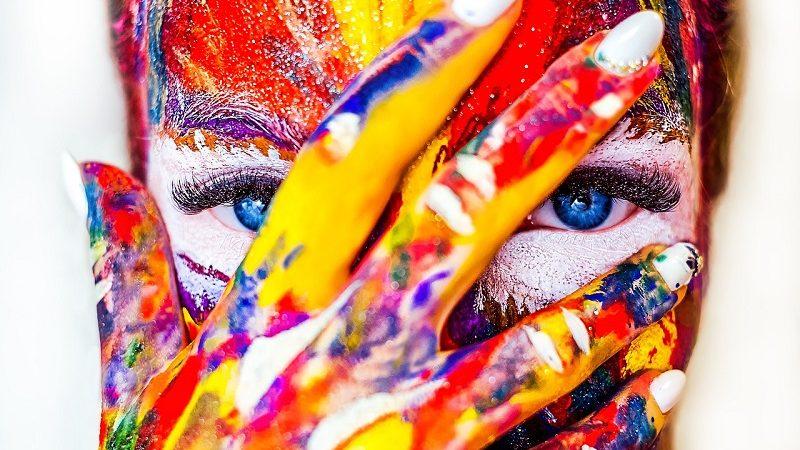 Farbe, Kunst, Künstler, Frauengesicht, Farbe beim Branding, Branding Farbe, Farbe Unternehmen