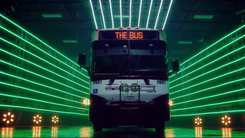 Go Transit Videoauschnitt mit Bus