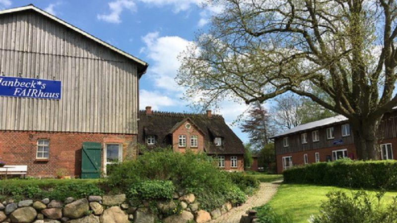 Janbecks Fairhaus Hofansicht