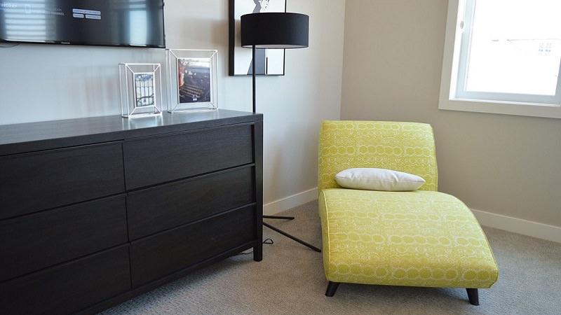 Liege, Sofa, Wohnzimmer, Entspannung, Amazon Prime im April