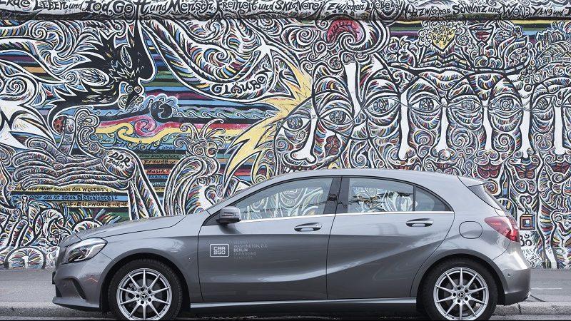 Car2Go Kampagnenbild Deutschland Auto vor Graffitti-Wand
