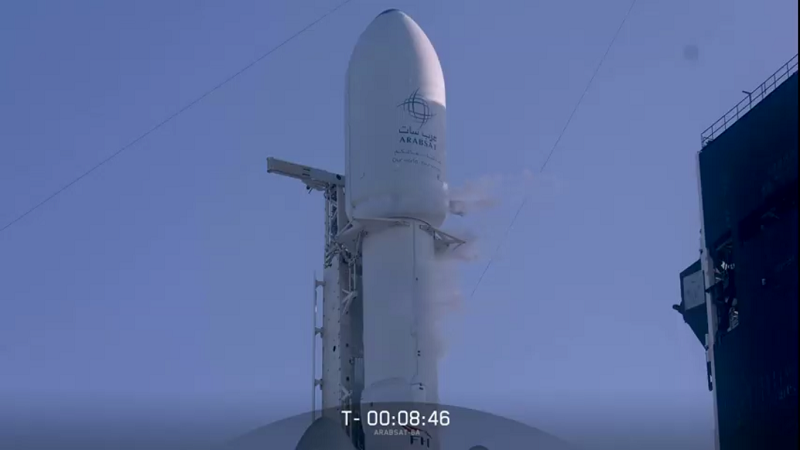 Arabsat 6-A-Satellit an Falcon Heavy vor dem Start