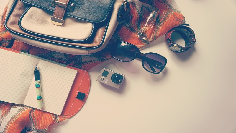 Rucksack mit Utensilien für einen Urlaub