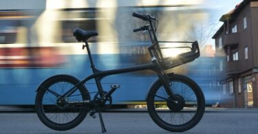 ELBI Fahrrad Stadt im Hintergrund