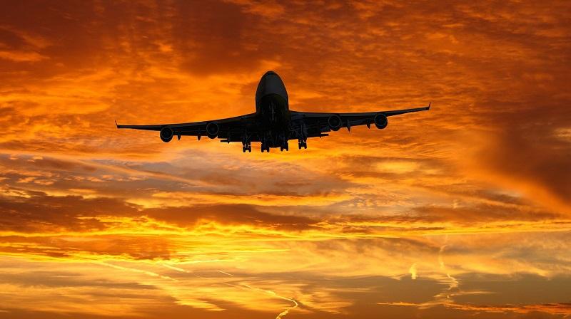 Flugzeug Start Wolken Sonnenuntergang